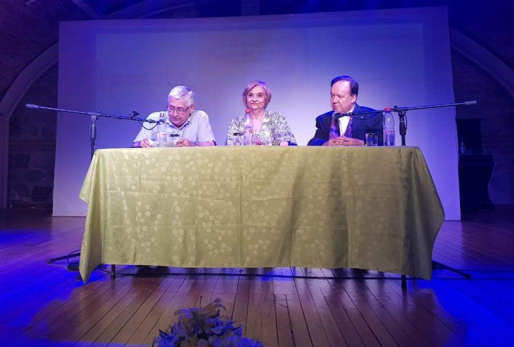 De izquierda a derecha: El doctor Fernández, la periodista Ana Rosa Romo y el doctor Luis Francisco Lira Weldt.