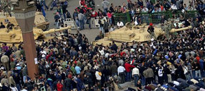 Las protestas contra Mubarak dejan un centenar de muertos