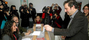 Jordi Hereu gana las primarias a Monserrat Tura