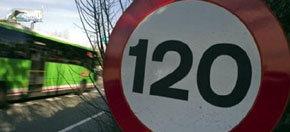 El Gobierno gastará 250.000 euros en pegatinas para adaptar la velocidad a 110 km/h