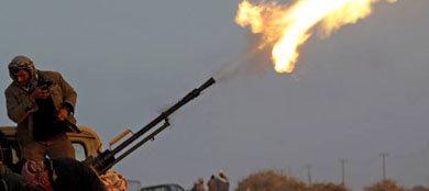 Contraataque de Gaddafi detiene el avance rebelde y la UE envía misión