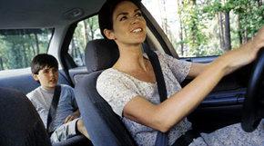 La UE prohíbe que las mujeres paguen menos por el seguro del coche