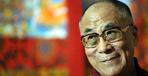 Tenzin Gyatso (75), conocido internacionalmente por su título espiritual de Dalai Lama