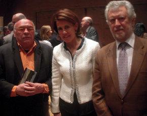 En la imagen, de (i) a (d),  el presidente de Ampretur, Quino Moreno, la Alcaldesa de Pamplona doña Yolanda Barcina y Luis Fernández Matamoros Vicepresidente de Ampretur.