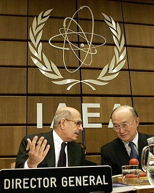 El director general del OIEA, Mohamed El Baradei, durante la reunión en Viena.