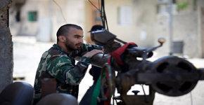 Residentes de Misrata piden ayuda ante asedio de tropas de Gaddafi mientras la OTAN se queda sin bombas de precisión