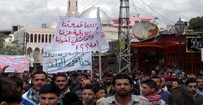Miles de personas se manifiestan nuevamente en Siria dejando al menos 5 muertos