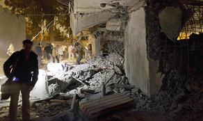 El gobierno libio mostró este viernes a periodistas impacto de ataque de la OTAN