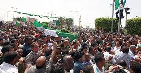 Unos dos mil libios asistieron a funeral del hijo de Gaddafi
