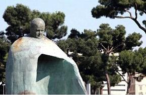 Estatua del Papa Juan Pablo II no gusta al Vaticano