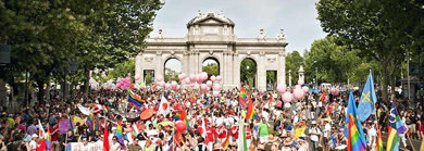 La cabecera de la marcha en el momento de la salida en  la Puerta de Alcalá (Plaza de la Independencia, en Madrid)