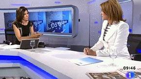Imagen del programa del pasado mes de abril con Dolores de Cospedal (d)