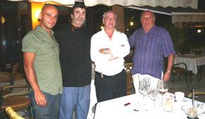 De (i) a (d), Joaquín Moreno Jr., el Chef de cocina Sixto, Aurelio Ucedo director co-propietario de Sa Punta y nuestro colaborador Quino Moreno
