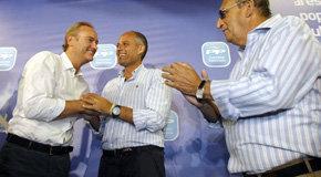 Francisco Camps junto a Alberto Fabra, jefe del Consell, y Carlos Fabra