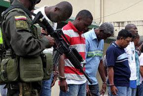 Algunos de los 15 detenidos por un caso de narcotráfico en el puerto de Buenaventura (Colombia)