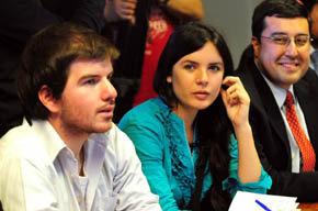 Lla presidenta de la Federación de Estudiantes de la Universidad de Chile (FECH), Camila Vallejo, la centro de la imagen.