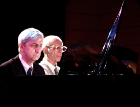 Juan Mendívil (d) y Dimitar Kanorov (i) durante el recital celebrado el día 21 de Octubre en el centro Cultural Galileo, en Madrid.  (Foto: Lazarina Kanorova)