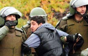 La dura represión policial contra los estudiantes evidencia la debilidad del gobierno...