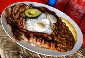 'Bandeja Paisa', el más emblemático plato de la gastronomía colombiana...