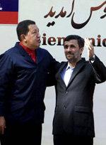 El presidente de Venezuela Hugo Chávez (i) y el presidnete iraní Ahmadineyad, en una imagen de archivo