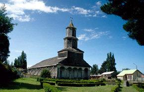 Una Iglesia construída en madera, típica de Chiloé