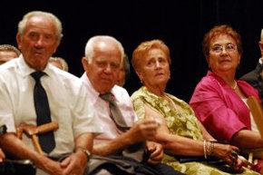 Viajes, talleres y bailes 'solo' para mayores