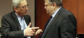 El ministro griego de Finanzas, Evangelos Venizelos (d), con el presidente del Eurogrupo, Jean-Claude Juncker