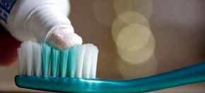 Un 6% de los españoles no se cepilla nunca los dientes
