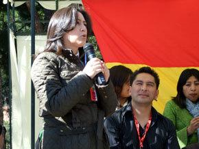 Dñª María del Carmen Almendras, embajadora del Estado Plurinacional de Bolivia, da la bienvenida a los asistentes al Primer Carnaval folklórico boliviano 'Tentaciones Madrid 2012'
