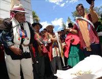 Polémica en Bolivia por un magistrado que dicta sentencias con hojas de coca