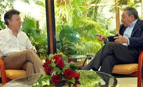 J.M. Santos presidente de Colombia (i), junto a Raúl Castro presidente de Cuba