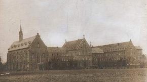 El monasterio de monjes franciscanos de Harreveld, en Holanda, del año 1900.