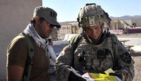 A la derecha de la imagen, el soldado Robert Bales.