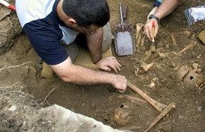 Encuentran altar de sacrificios humanos de 1.500 años de antigüedad en Perú