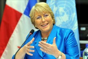Piñera mantiene baja aprobación y Bachelet consolida opción para 2013
