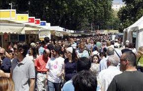 """Libro """"El Embargo"""" del escritor chileno Geral Aci, destaca en la Feria del Libro."""