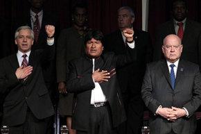 El presidente de Bolivia Evo Morales (c), en la inauguración de la Asamblea de la OEA