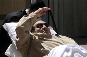 Mubarak en los momentos de su ingreso en prisión el pasado 02JUN