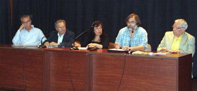 De (i) a (d), Francisco Cánovas, historiador, Rafael Merino, ex político y dirigente sindical, Judith Barrantes, trabajadora  social, Juan Carlos Rois, abogado  y Geral Aci, escritor.