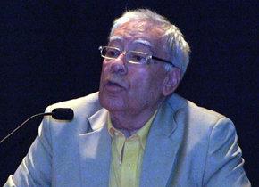 El escritor chileno, Geral Aci durante la presentación