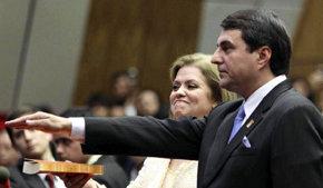 El nuevo presidente de Paraguay en el momento de jurar su cargo