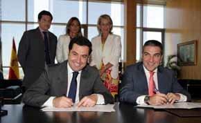 Bendodo y el secretario de Estado de Servicios Sociales e Igualdad, Juan Manuel Moreno Bonilla, firman un acuerdo para poner en marcha la iniciativa