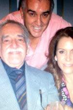 Gabo y la periodista mexicana Fernanda Familiar con el embajador de Colombia.