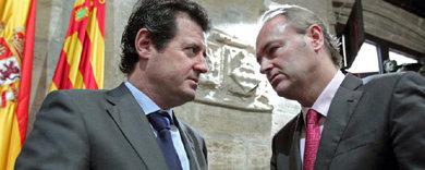 El president de la Generalitat, Alberto Fabra, habla con el vicepresident del Consell, Jos� Ciscar.