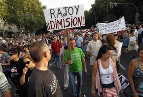 Miles de personas rechazan en m�s de 80 ciudades los nuevos recortes del Gobierno
