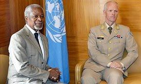 El diplom�tico africano Kofi Annan, a la izquierda en la imagen...