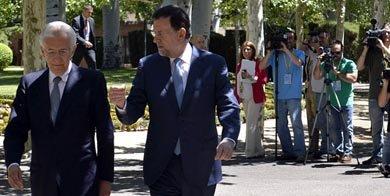 Mariano Rajoy (d) y el primer ministro de Italia, Mario Monti