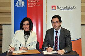 El Director Nacional de Sernatur (S), Daniel Pardo, y la Gerente General de BancoEstado Microempresas, Soledad Ovando