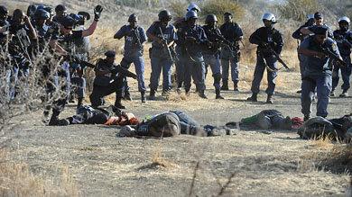 La Policía sudafricana dispara contra una protesta de mineros y mata a 34 personas