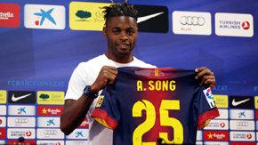 BARCELONA: Alex Song fue presentado en el equipo de sus sueños